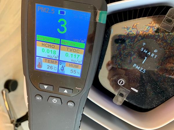 Electrolux (エレクトロラックス) Pure A9 と 空気汚染測定器の比較画像